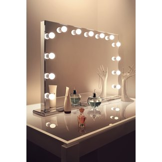 25+ best ideas about Makeup Table With Lights on Pinterest ...