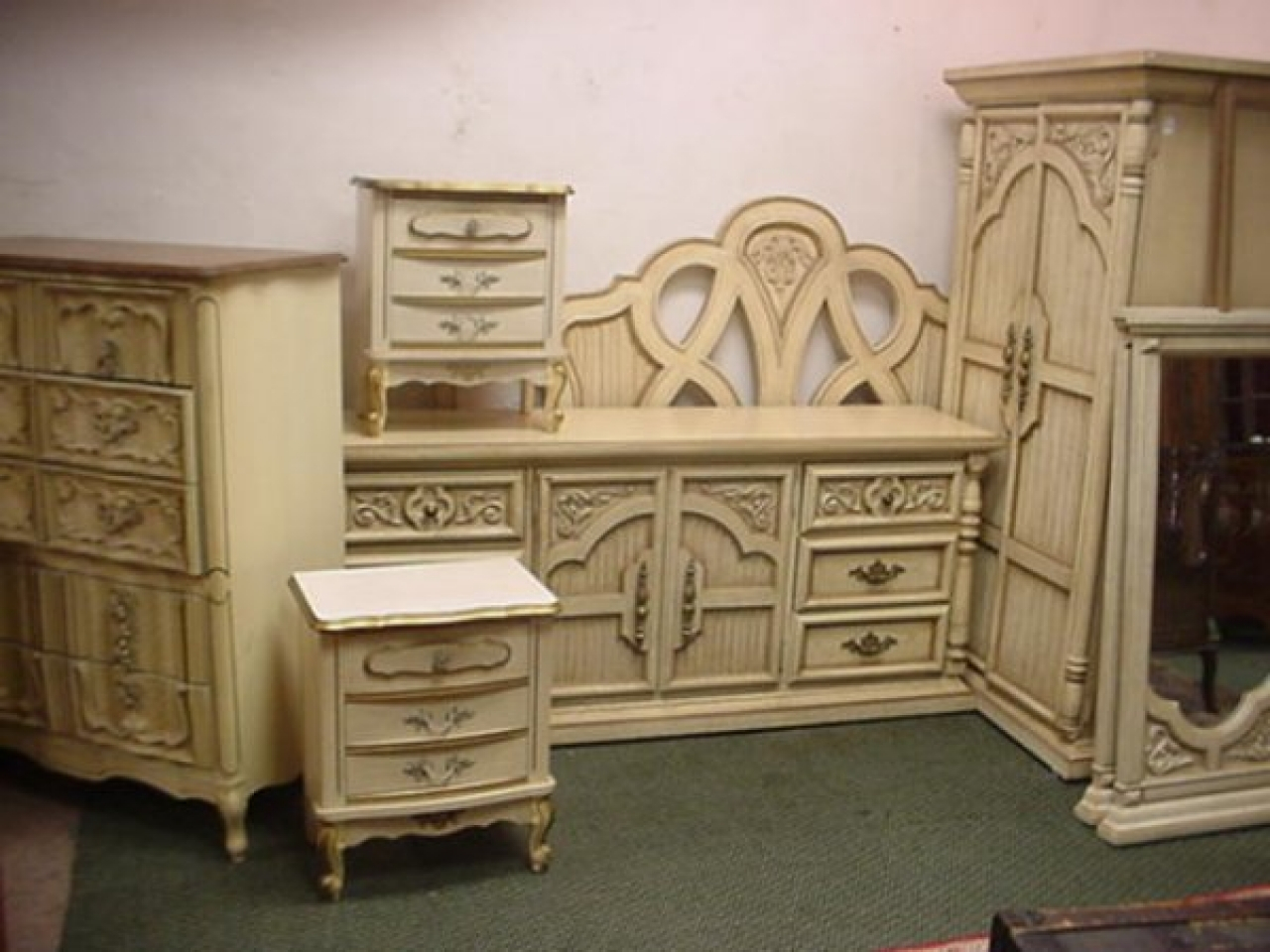 Luxury French Provincial Bedroom Set Decoration Ideas