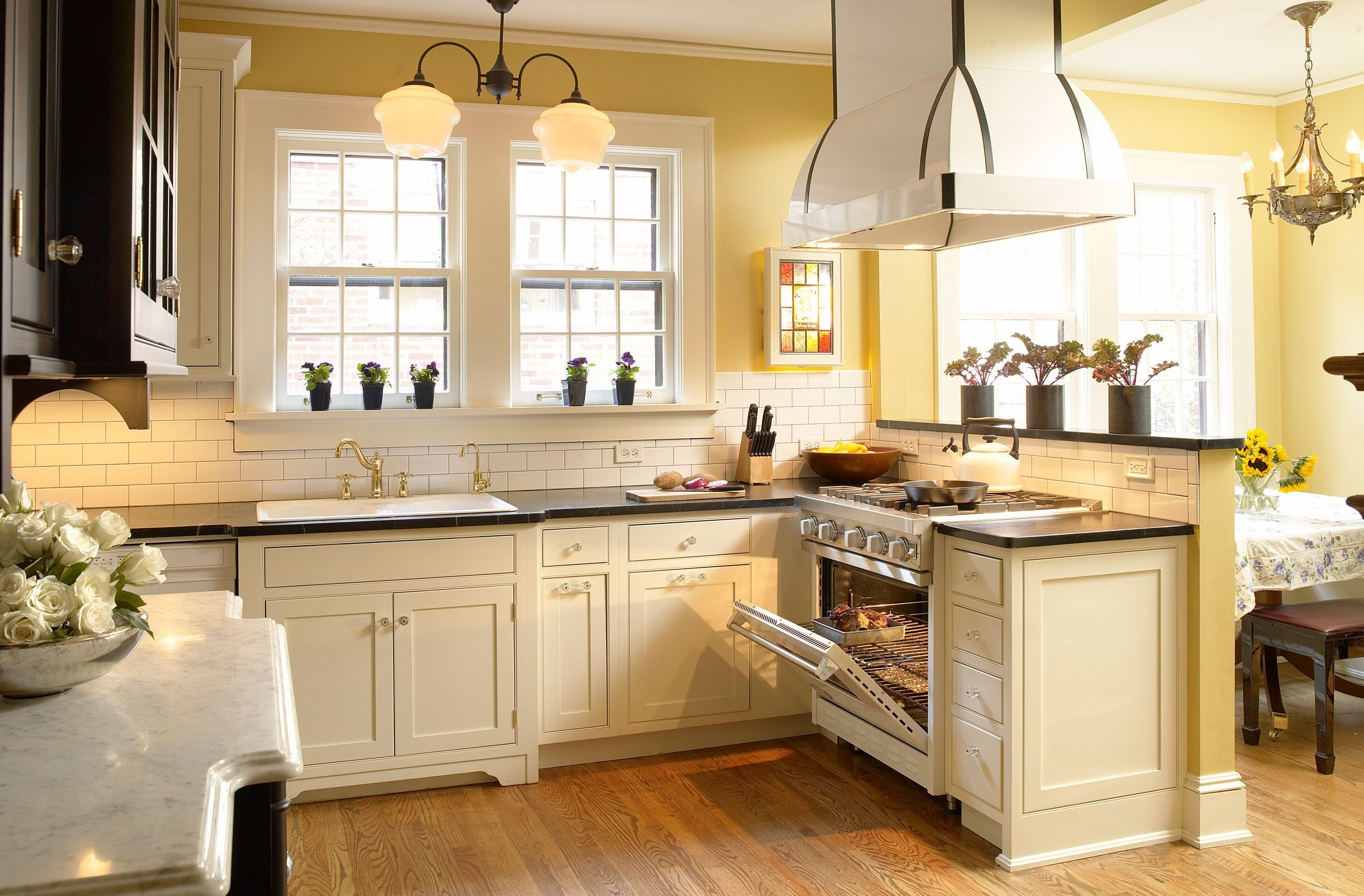 Delicieux Antique White Kitchen Cabinets With Granite Countertops