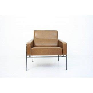 Arne Jacobsen Series 3300 Leather Lounge Chair at 1stdibs