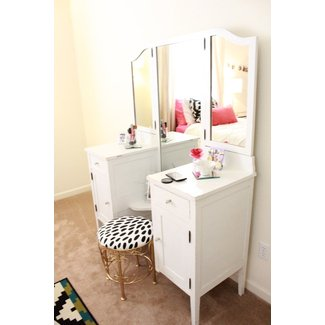 Makeup vanity table with lighted mirror visual hunt bathroom makeup vanity with lighted mirror vanity with aloadofball Gallery