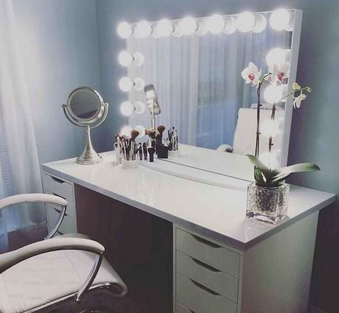 Beauty Of Makeup Vanity Table With Lights |