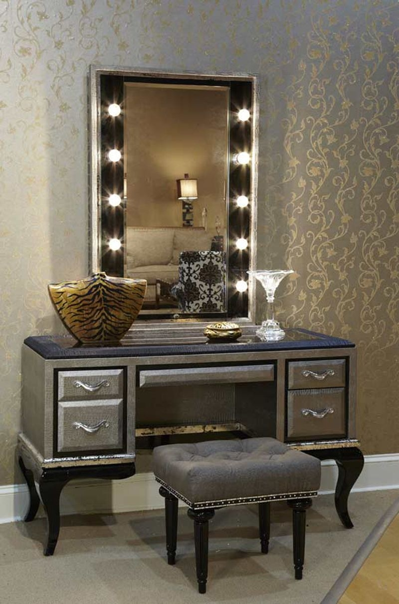 Makeup vanity table with lighted mirror visual hunt - Bedroom vanity mirror with lights ...