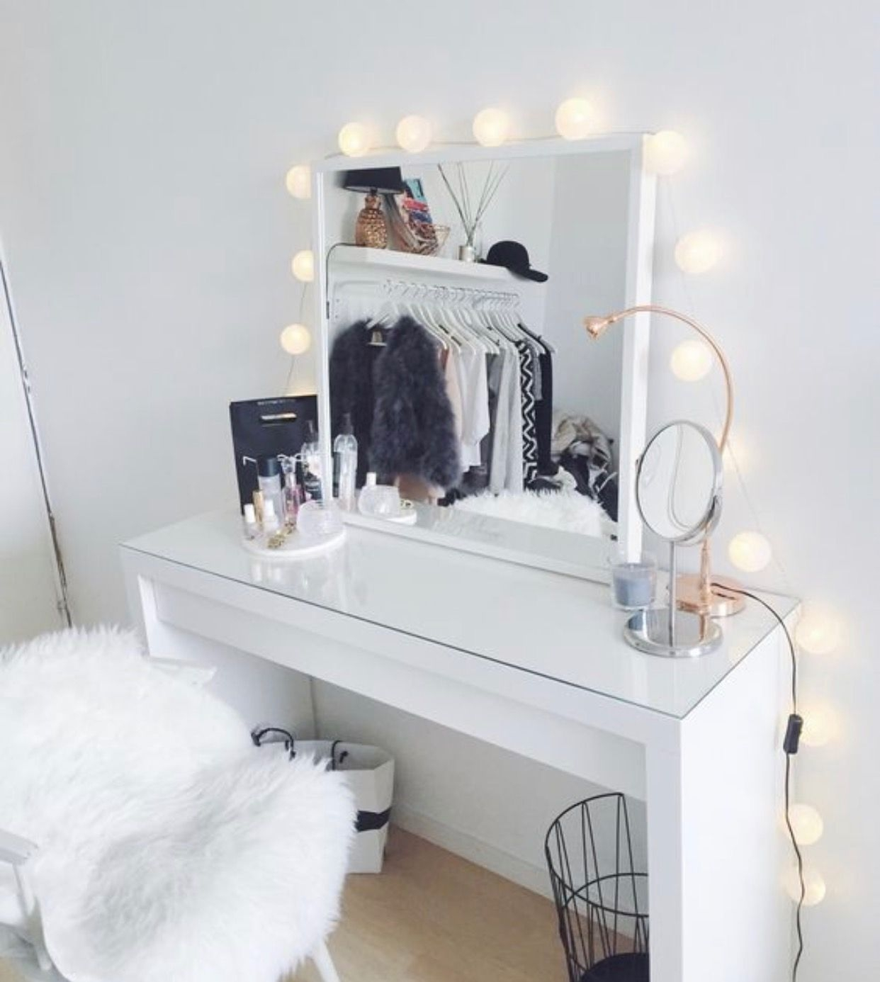 Dressing Table Mirror With Lights Visual Hunt