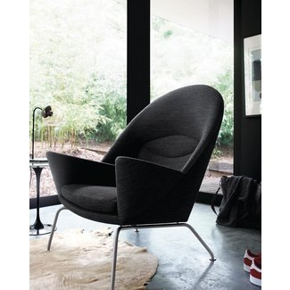 CH468 Oculus Armchair – black – TheCoolist