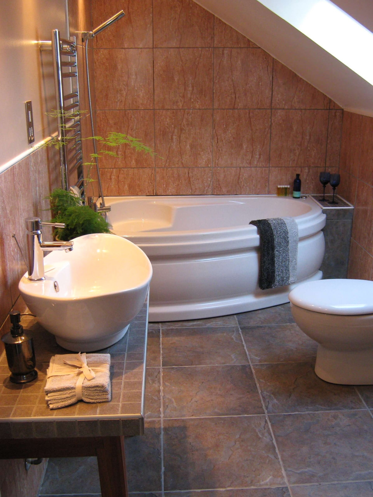 Corner Bath Tubs Are Big in Small Spaces  sc 1 st  Visual Hunt & Corner Tubs For Small Bathrooms - Visual Hunt