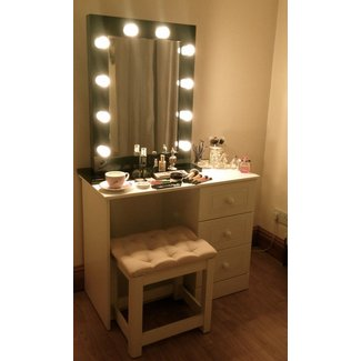 dressing table mirror with lights visual hunt. Black Bedroom Furniture Sets. Home Design Ideas