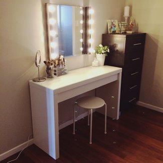 Dressing Table With Mirror And Stool And Lights ...
