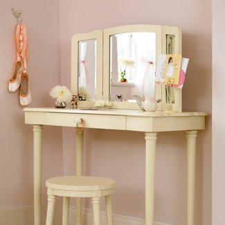 Furniture. Rectangle White Vanity Table With Lighted Wall ...