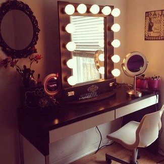 Makeup Vanity Table With Lighted Mirror Australia In ...