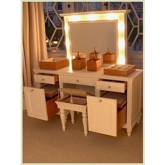Not only is this makeup table gorgeous and with great