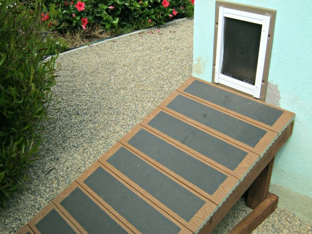 Charmant Outdoor Dog Ramp And Stairs : Keeping Pets Safe With