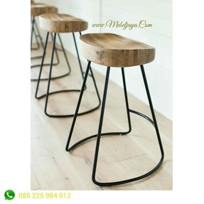 50 Wooden Tractor Seat Bar Stools You