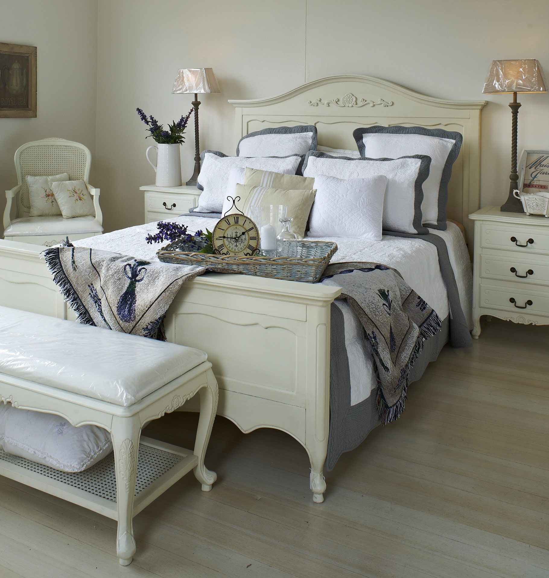 The Seductive Appeal Of French Provincial Bedrooms .