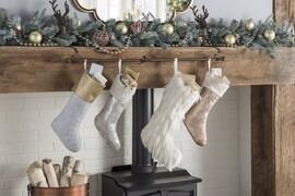 10 Creative Christmas Mantle Decoration Ideas